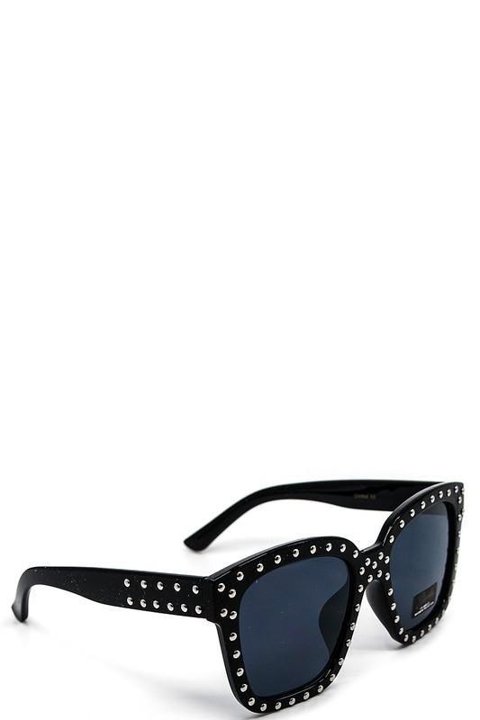 bec11e59c1abb Socialite Studded Square Framed Sunglasses  jessleaboutique  jesslea   summeroutfit  summerstyle  designersunglasses  sunglasses