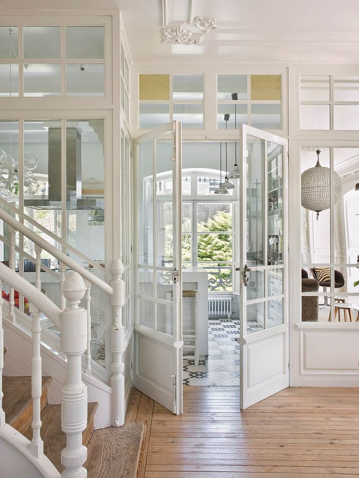 7 Hallmarks For A Fresh And Modern British Colonial Decor White Staircase Painted Architectural