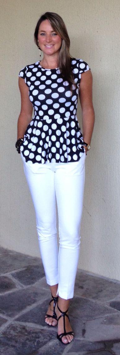 Look de trabalho - look p&b - look preto e branco - look black and white - calça branca - blusa poá - dots