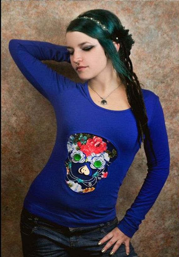 Women T-shirt with fancy skull motif Fashion: Womens round neck long sleeve Color: Royal blue Sample: Skull Pattern color: Rose pattern(red, blue) T-shirt with accessories such as buttons, lace and its pearly. T-shirt material: Cotton  Exact dimensions:  Size: S  Length(measured from shoulder): 63 cm (24,8 inch) Width(measured at breast): 41 cm (16,14 inch) 40 degrees (inside out) Washable with friendly washing.