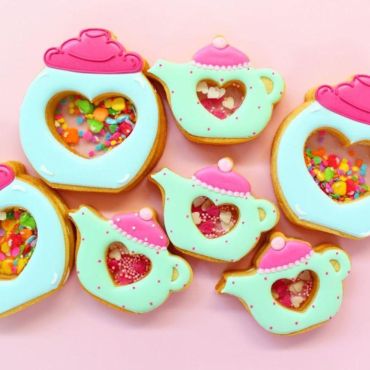 明日はいよいよは北海道レッスンステンドグラスクッキーのお土産を持って♪今から札幌へ向かいます北海道の皆様明日お会い出来ることを楽しみにしています  #icingcookies#cookies#decoratedcookies#cookieart#edibleart#royalicing#sweet#sweets#lindo#cute#stainedglasscookies#kawaii#baking#instafood#instasweet#instacookies#sugarcookies#쿠키#아이싱쿠키#曲奇#アイシングクッキー#クッキー#ステンドグラスクッキー#シャカシャカクッキー#アイシングクッキー教室#ycsweets