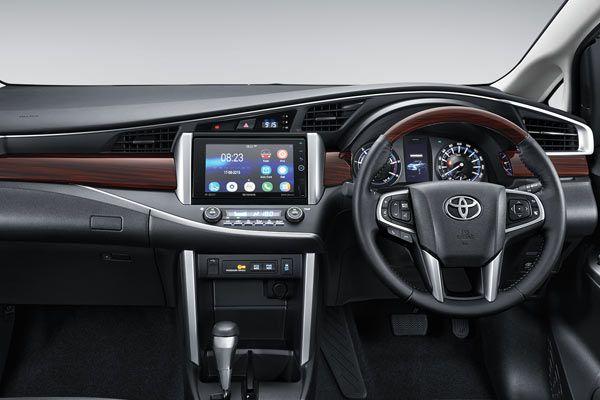 Interior Toyota All New Kijang Innova kini mengusung konsep living room sebagai wujud 'interior reborn'. tak mirip generasi sebelumnya, kijang innova terbaru punya tata letak interior yang jauh lebih modern serta memiliki desain interior yang lebih berkelas.
