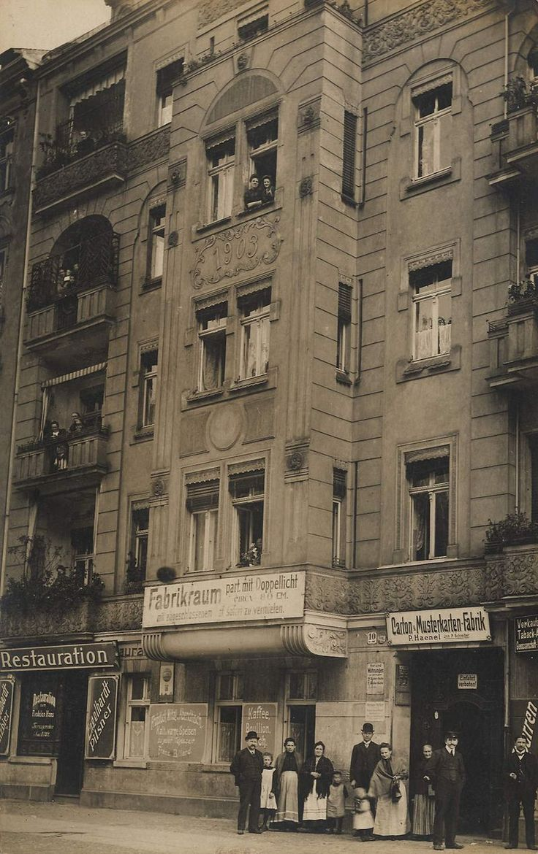 ca 1910 Typisches Wohn- und Gescaeftshaus im Wedding-Carton und Musterkarten-Fabrik P-Haenel Hennigsdorferstrasse 10 (heute Groningerstrasse)