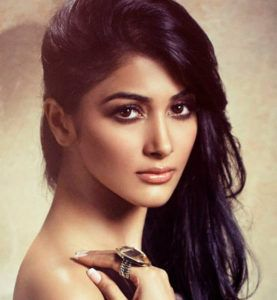 9 things you didn't know about Hrithik Roshan's Mohenjo Daro co-star Pooja Hegde  http://kindinfosys.com/bollywood/9-things-didnt-know-hrithik-roshans-mohenjo-daro-co-star-pooja-hegde/