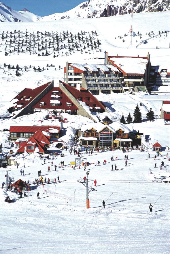 Las Leñas, is one of the ski resorts and the country's leading snowboard. Located south of the province of Mendoza, has 13 lifts and 27 slopes.Thing to do in Argentina.
