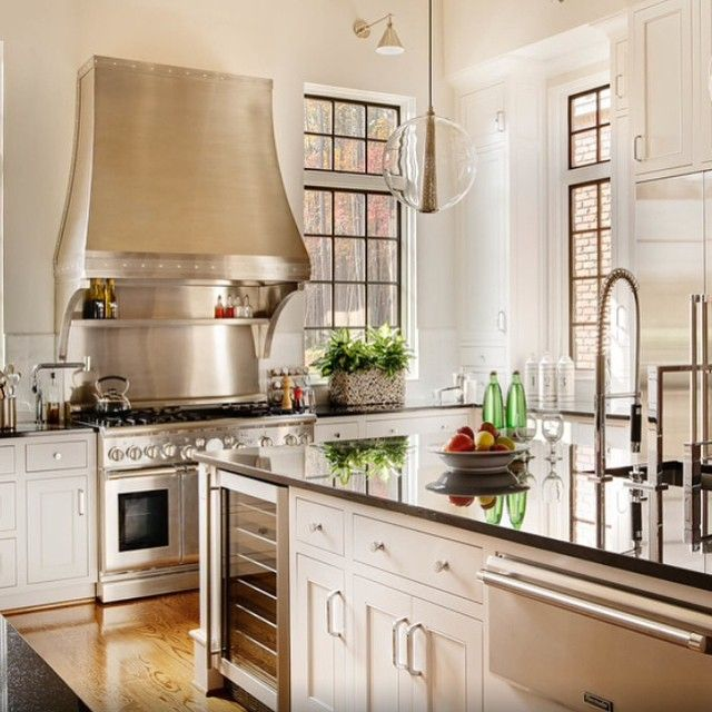 Another favorite inspiration kitchen. Just look at those gorgeous black windows! And the pendants are pretty amazing as well. Image via Houzz| Photography Dustin Peck| Design Lines Ltd| Architectural Dean Marvin Malecha.  #interiordesign #kitchens #blackwindows #white #love #instahome #instalove #instagood
