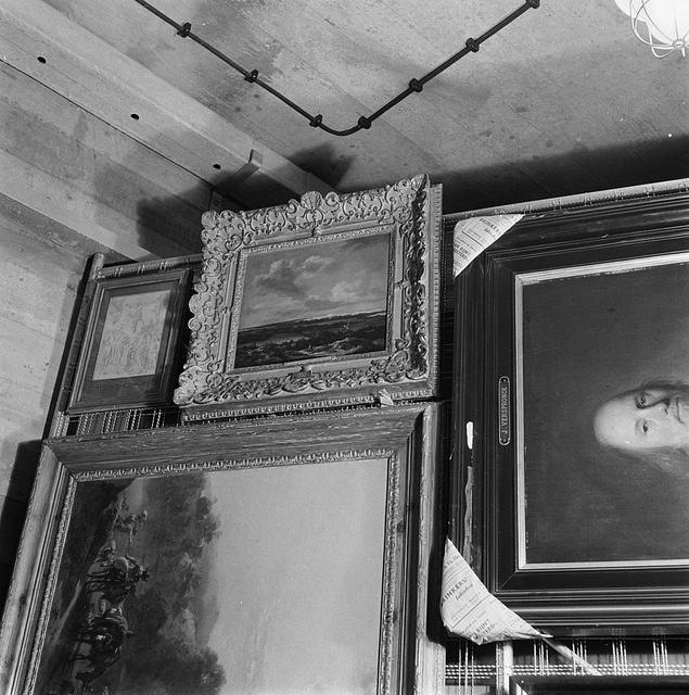 Schilderijen van het Rijksmuseum, verborgen tijdens de oorlog / Paintings of the Rijksmuseum, hidden during the war | tijdens de oorlog verborgen in de St.Pietersberg te Maastricht. 1945