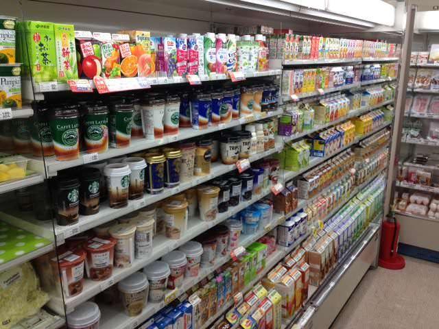 危険な食品添加物のまとめを作成致しました。アスパルテーム, ソルビン酸, 合成着色料他、厳選の10つです。