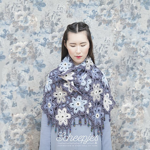 Ravelry: Melting Snowflakes Wrap pattern by Atty van Norel