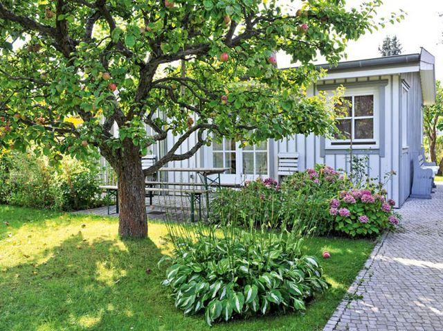Laube Mit Terrasse Und Apfelbaum Garten Vorgarten Kleiner Garten