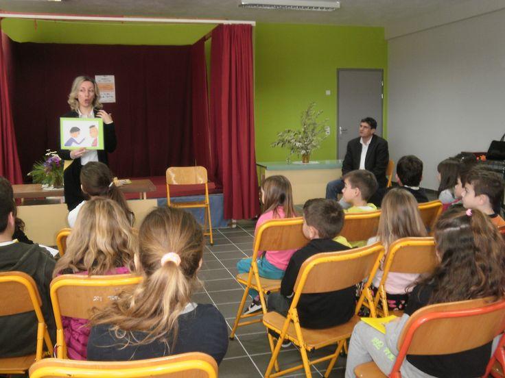 "H συγγραφέας Χρυσάνθη Τσιαμπαλή Κελεπούρη επισκέφθηκε το 2ο ΔΣ Εχιναίων και συζήτησε με τα παιδιά για τα βιβλία ""Ένας κήπος στην τάξη μας"" και ""Ιστορίες για δειλούς και θαρραλέους""."