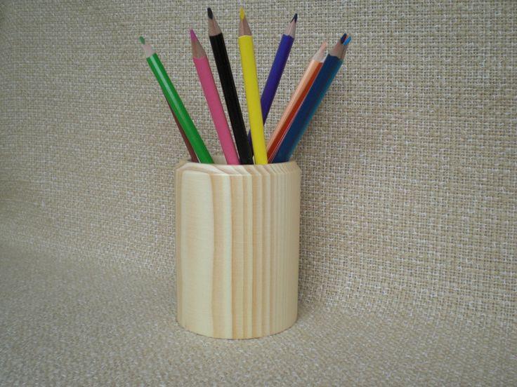 Holz-Stiftebox mit Buntstiften von Pfiffiges aus Heu, Wolle und Holz auf DaWanda.com