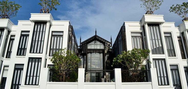 The Siam Hotel features spacious villas, three restaurants, cooking school, Opium Spa, yoga terrace, a cinema, and more. Best price guarantee. Book now!