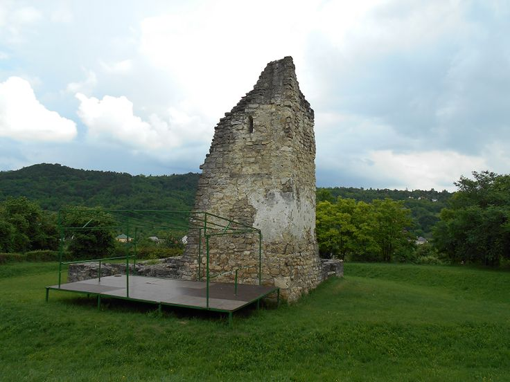 Árpád-kori templomrom (Csabdi) http://www.turabazis.hu/latnivalok_ismerteto_966 #latnivalo #csabdi #turabazis #hungary #magyarorszag #travel #tura #turista #kirandulas
