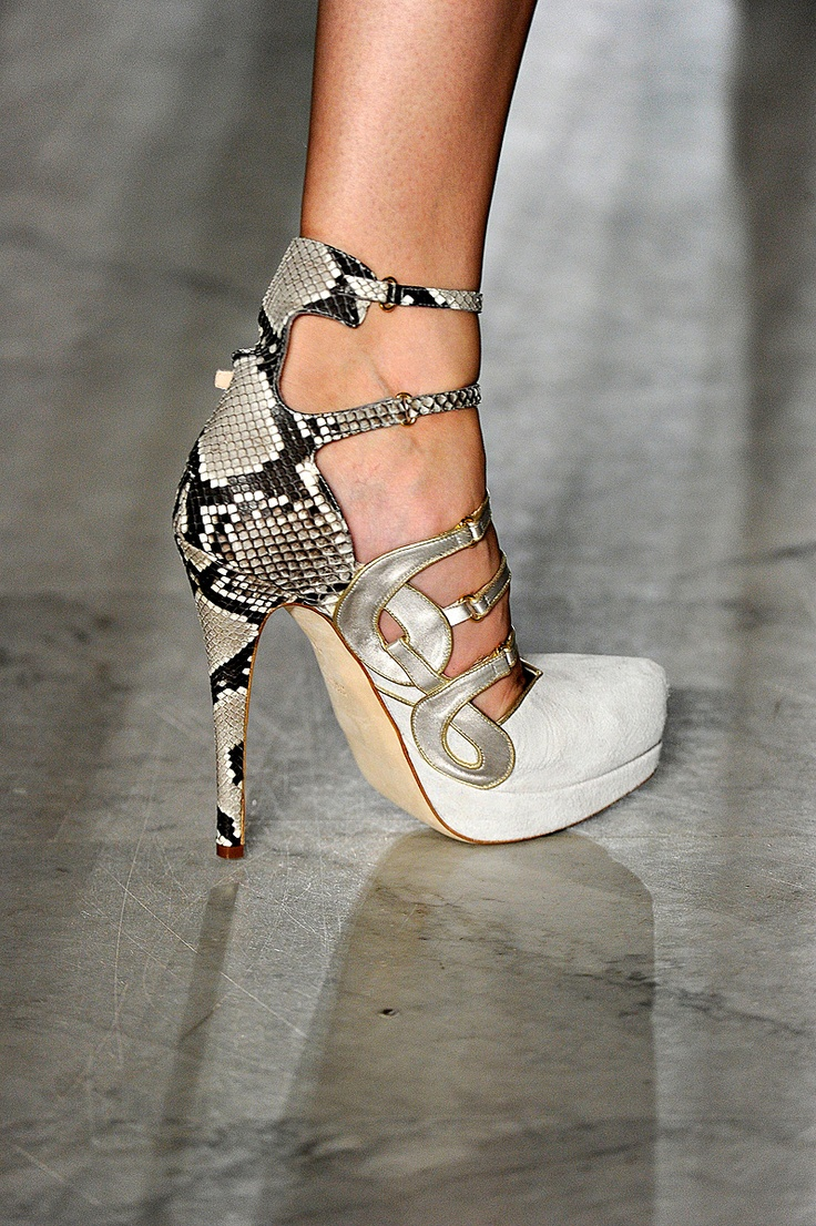 Aquilano.Rimondi Spring 2012 RTW: Pretty Shoes, Fashion, Heels Toe, Chooz Shoes, Spring 2012, Aquilano Rimondi Spring, Pretty Pumps, 2012 Rtw, Aquilanorimondi Spring