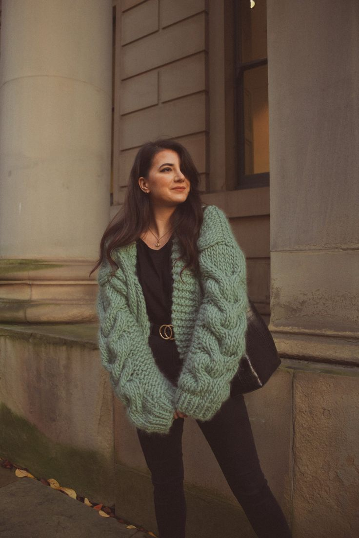 I'm happy to share my first self knitted cardigan. I use Wool Yarn in eucalyptus green colour from Wool and the Gang. Knit Cardigan Pattern, Chunky Knit Cardigan, Green Cardigan, Knit Fashion, Fashion Sewing, Chunky Knitwear, Knitted Cape, Knitting Blogs, Cardigan Outfits