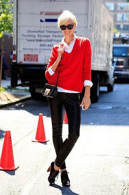 red: Red Sweaters, Street Fashion, Fashion Street Styles, Fashion Weeks, New York Fashion Week, Pullover Sweaters, Streetstyle Colours, Street Style Fashion, Fashionista Inspirations