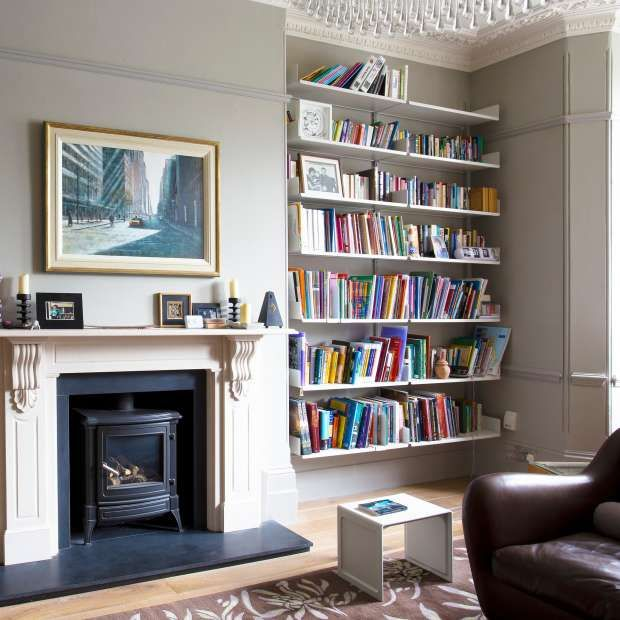 The perfect solution for the alcoves of your living room? Respectful to the house, raised above the floor and skirting – and virtually invisible