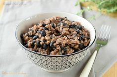 Fagioli neri e riso, ricetta vegetariana. I fagioli neri, sono presenti soprattutto nella tradizione culinaria dell'America centrale e oggi anche in Italia.
