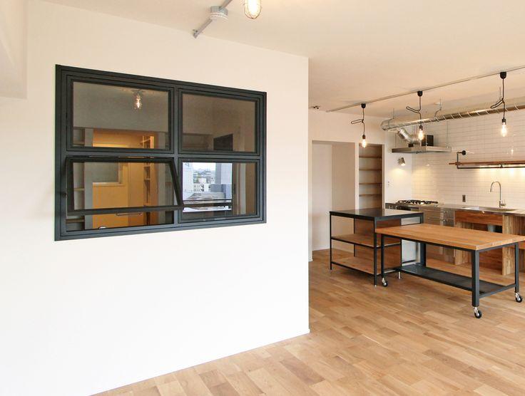 WINDOW/窓/室内窓/木製窓/格子窓/リノベーション/FieldGarage Inc./design by フィールドガレージ