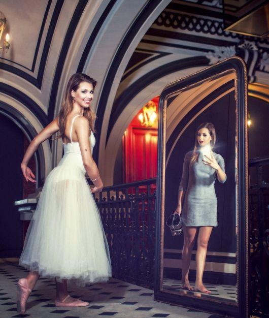 Rencontre: dans le monde d'EnjoyPhoenix Son blog beauté a fait d'elle une reine du net à 20 ans. Elle se prépare pour «Danse avec les stars». Ici: à l'hôtel Saint-James, dans le XVIe arrondissement parisien, mercredi 21 octobre.