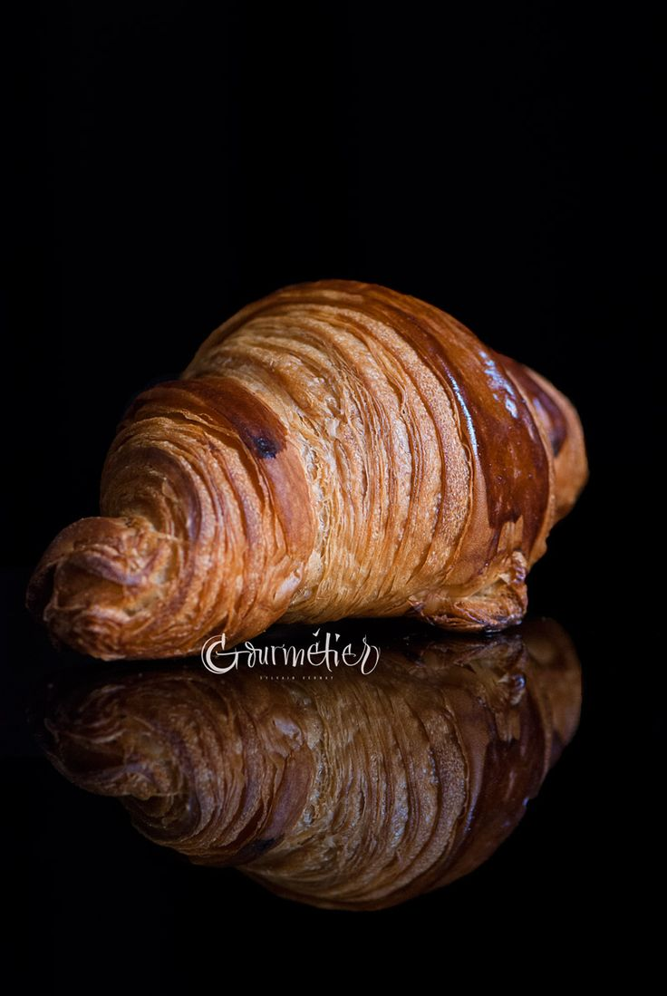 The preparation of the croissants consists of two main phases: the initial dough, called détrempe, and the laminating, which consists of integrating the butter to the détrempe, forming alternate layers. The difficulty in making croissants at home lies in manually creating thin and even layers of dough/butter in order to achieve a product with good...