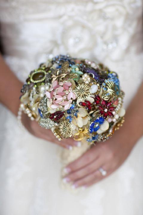 my diy brooch bouquet
