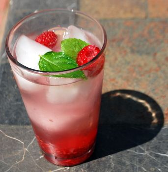 Raspberry Mojito: Mojito Drinks Raspberries, Summer Drinks, Parties Drinks, Raspberries Mojito Recipes, Fun Drinks, Potatoes Vodka, Originals Recipes, The Originals, Recipes Call