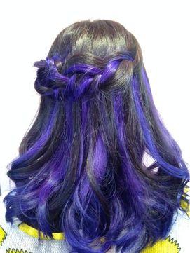 【2016年冬トレンド】派手髪はシンプルアレンジでも凝ったスタイルに♪暗紫+青紫/ZOUMA【ゾーマ】のヘアスタイル