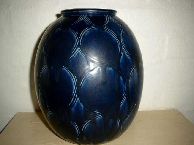 SAXBO vase made in stoneware with hare fur glaze. H: 26 cm D: 19 cm. From 1950s.  #Krebs #Saxbo #stoneware #ceramics #Danish #vase #harepelsglasur. SOLGT/SOLD ✔