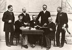 23 juin 1894 - A l'issue du premier congrès olympique , le baron Pierre de Coubertin annonce la création du Comité international des Jeux olympiques et annonce que les «Jeux de la première olympiade» se tiendront à Athènes en 1896. La devise latine des jeux «Citius-Altius-Fortius» (plus vite, plus haut, plus fort) est adoptée. Le CIJO deviendra rapidement le Comité international olympique (CIO). (Source: Wikinews - Wikipedia)