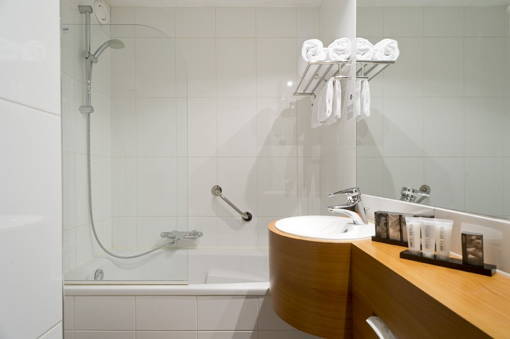 City View and Waterfront bathroom at Inntel Hotels Rotterdam Centre