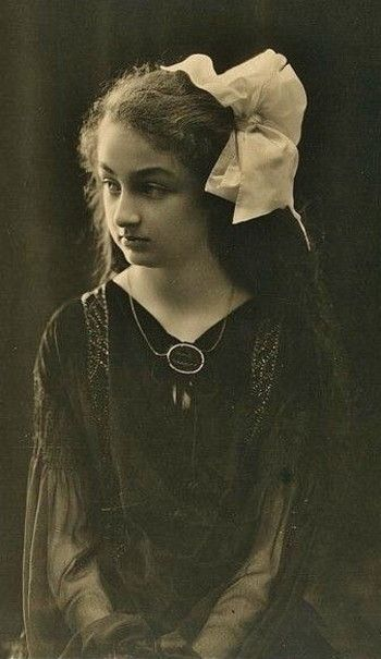 Princess Durru Shehvar of the Ottoman Empire, 9 years old, 1923.