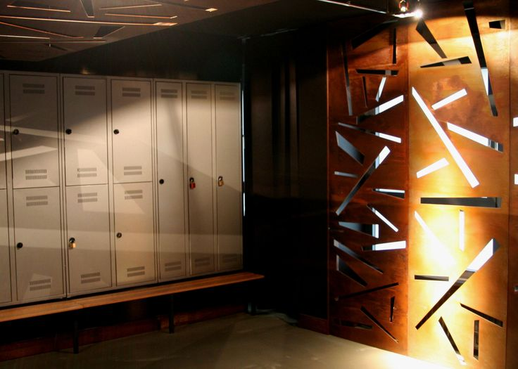 Lockers in metall, rusty iron and glossy black walls.