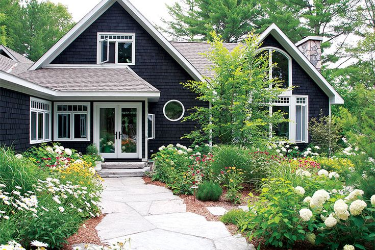 TV star and contractor Scott McGillivray gives you some ideas for smart pre-sale home updates that can win over a potential buyer in 10 seconds flat.