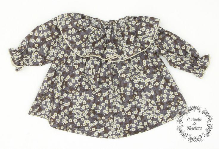 Blusón elaborado en liberty gris-mostaza, de la firma Casilda y Jimena.