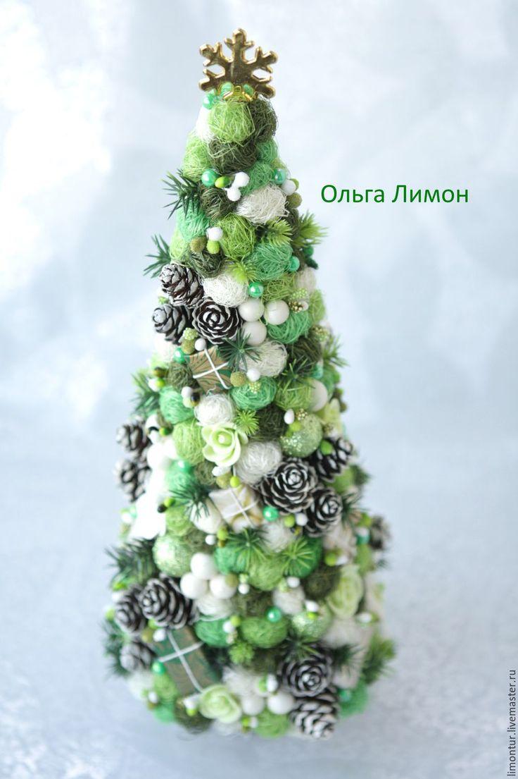 """Купить Елочка """"Где-то в декабре!"""" - Высота елочки - 32 см! В работе: шишки, подарки ручной работы, шары с блестками ручной работы, сизаль, розы из полимерной глины, ягоды, тычинки."""