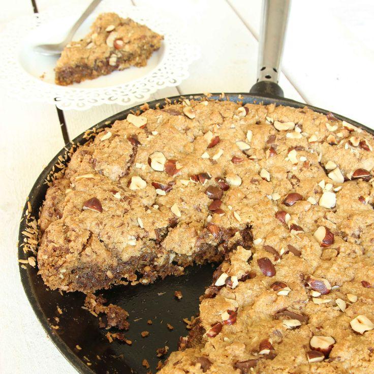 Kakan med stort K! Makalöst god stekpannekaka smaksatt med farinsocker och krossad choklad.