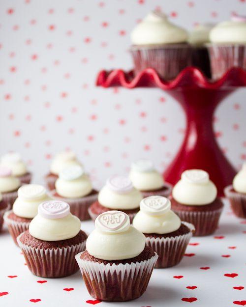 Objetivo: Cupcake Perfecto.: Menos innovadora imposible.... (Mini cupcakes de Red Velvet para San Valentín... y con los restos, Cake Pops!!)
