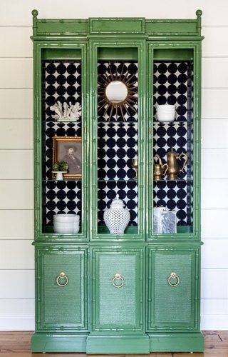 This American of Martinsville faux bamboo china cabinet got a stunning makeover in high gloss green! After thoroughly sanding, prepping and priming this piece,…