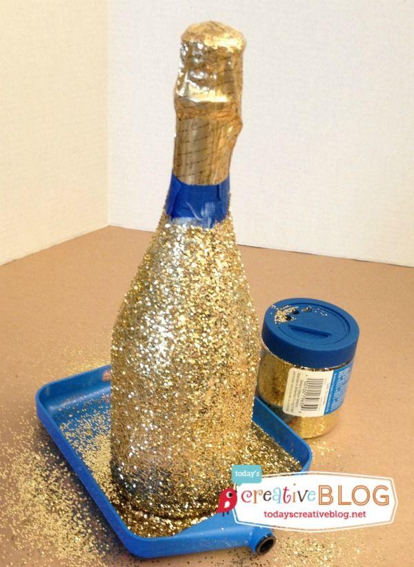 How to glitter champagne bottles | TodaysCreativeBlog.net