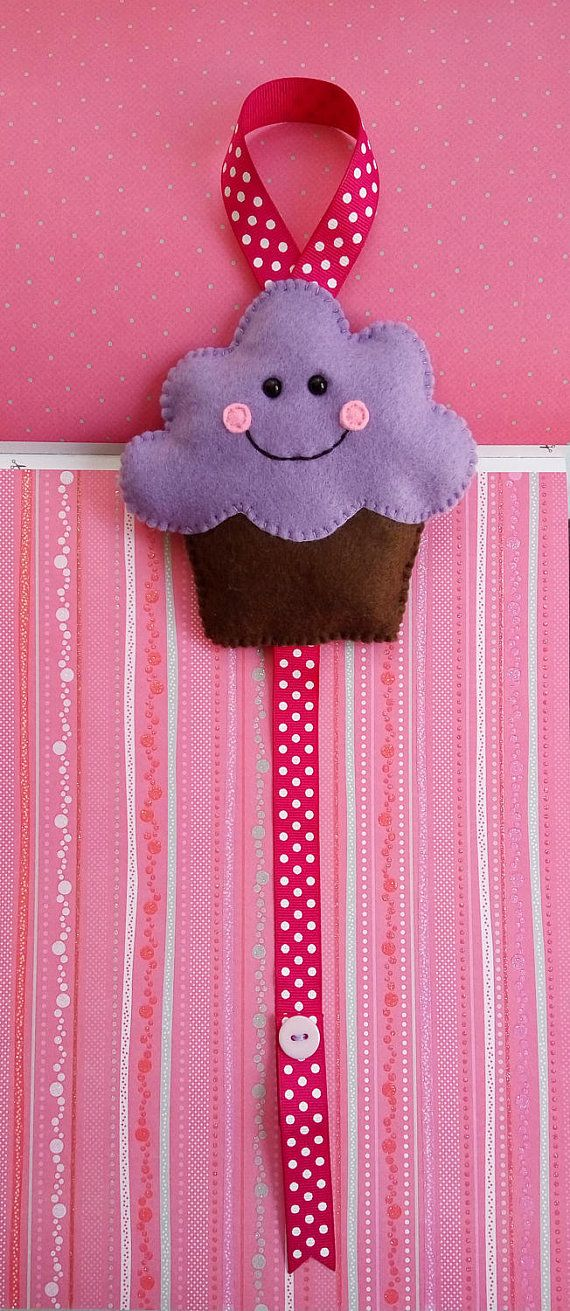 Organize your girl's hair clips, Cupcake felt hair clip holder