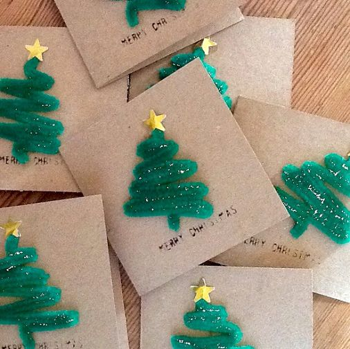 Learn how to make a christmas tree out of green pipe cleaners for a Christmas card idea! Die Weihnachtsbaum Karten können auch schon kleine Kinder aus Pfeifenputzern basteln.