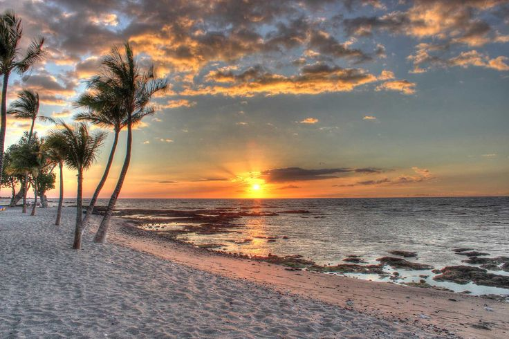 Mauna Lani Bay is a #tropical #paradise located on #Hawaii's #KohalaCoast and is known for its spectacular #sunsets!