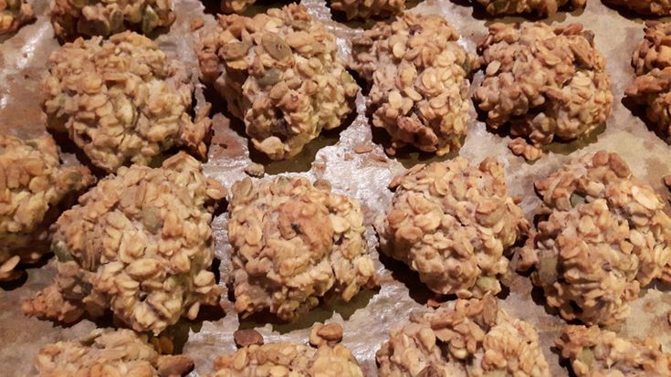 Czy ciasteczka owsiane bez białej mąki i białego cukru nadal są pyszne? Dziś przepis na błyskawiczną i pyszną wersję fit ciasteczek owsianych.