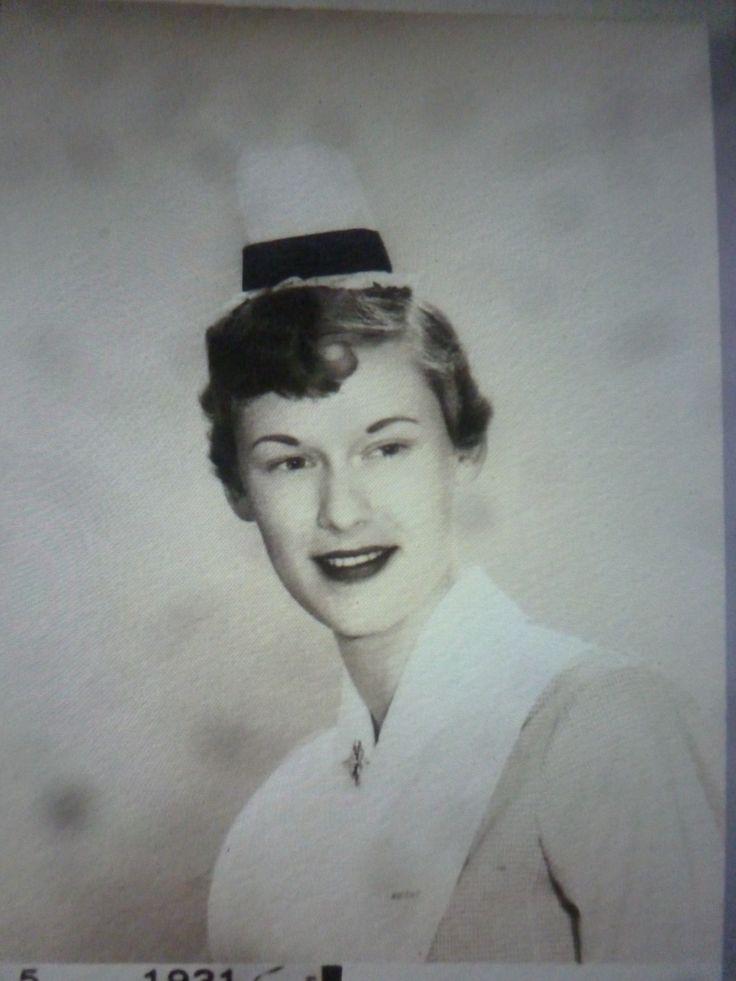 Verpleegster met organza mutsje en zwarte band. USA