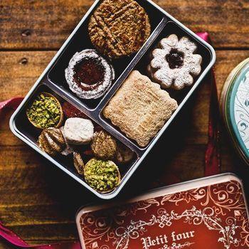銀座にある鉄板焼きの名店「うかい亭」のお菓子工房「アトリエうかい」のフールセックの詰め合わせは、至極の手土産と言われるほど、多くの人に愛されています。
