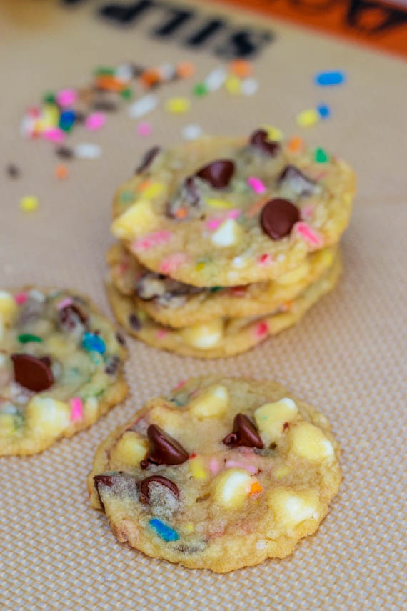 Cake Batter Chocolate Chip Cookies: Chocolate Chips, Cake Batter Treats, Recipes Chocolate Chip Cookies, Cake Batter Cookies Recipe, Chip Cookies Yummm, Cake Chocolate Chip Cookies, Chocolate Chip Cookie Cake, Sprinkle Cookie, Batter Chocolate