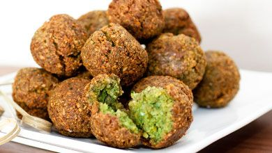 Hoje fazemos uma curta e saborosa visita ao Médio Oriente. Contamos consigo? #Falafel #receitas #mundo #pratosinternacionais