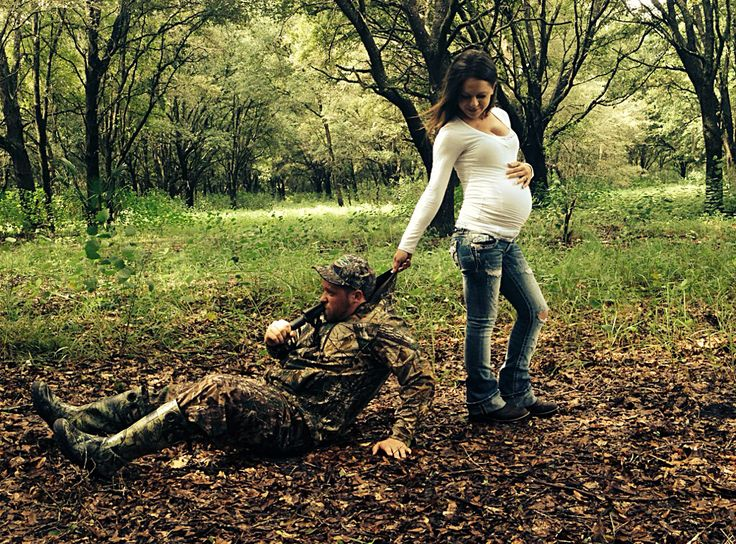 Deer season cut short for a baby- hunting photography, couples photography, camo, baby, maternity, couples maternity photos, hunting maternity photos, deer hunting, pregnancy